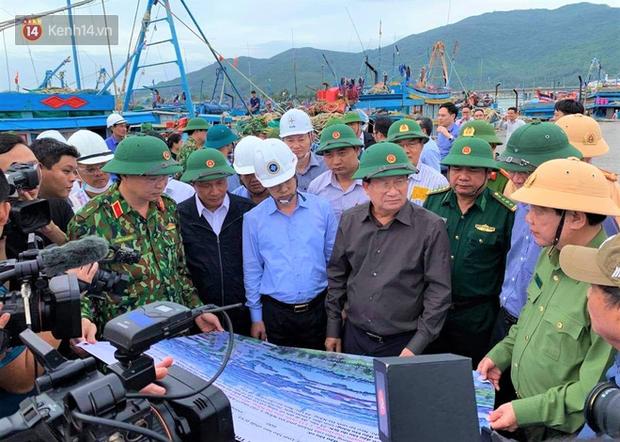Phó thủ tướng Trịnh Đình Dũng: Bão số 9 mạnh và nguy hiểm nhất 20 năm trở lại đây tại miền Trung, tuyệt đối không được chủ quan - Ảnh 3.