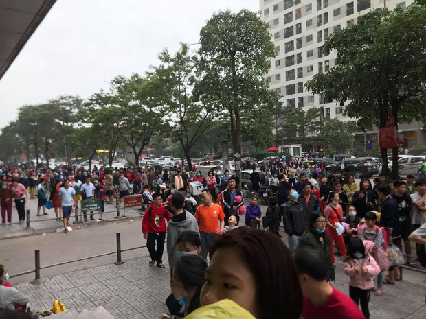 Hà Nội: Cháy lớn tại chung cư HH Linh Đàm, hàng nghìn người hoảng sợ tháo chạy vào sáng sớm - Ảnh 5.