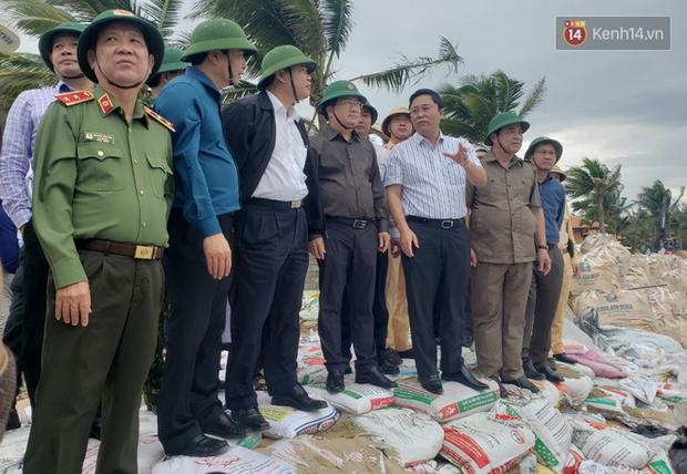 Phó thủ tướng Trịnh Đình Dũng: Bão số 9 mạnh và nguy hiểm nhất 20 năm trở lại đây tại miền Trung, tuyệt đối không được chủ quan - Ảnh 5.