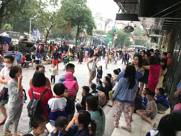 Hà Nội: Cháy lớn tại chung cư HH Linh Đàm, hàng nghìn người hoảng sợ tháo chạy vào sáng sớm - Ảnh 6.