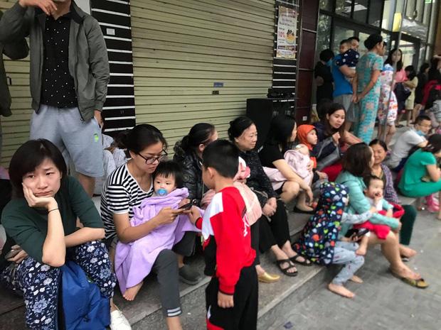 Hà Nội: Cháy lớn tại chung cư HH Linh Đàm, hàng nghìn người hoảng sợ tháo chạy vào sáng sớm - Ảnh 9.