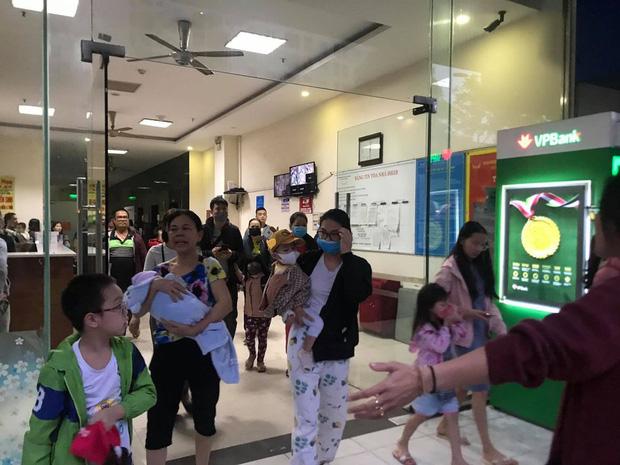 Hà Nội: Cháy lớn tại chung cư HH Linh Đàm, hàng nghìn người hoảng sợ tháo chạy vào sáng sớm - Ảnh 10.