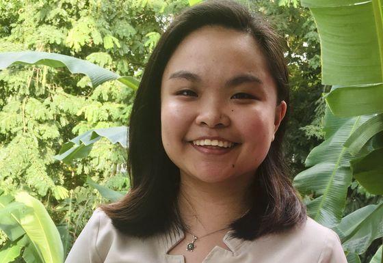 Giảng dạy bằng tin nhắn vì đại dịch: Giáo viên và học sinh Philippines 'đánh trận' mỗi lần ra đề và nộp bài - Ảnh 2.