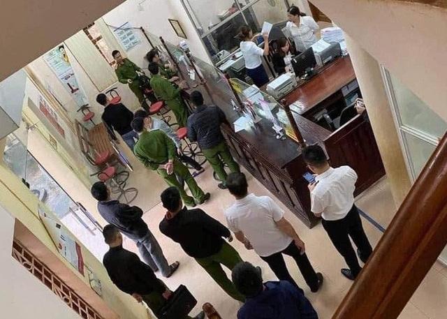 Táo tợn xông vào chi nhánh ngân hàng Agribank uy hiếp nhân viên cướp hơn 200 triệu đồng  - Ảnh 2.