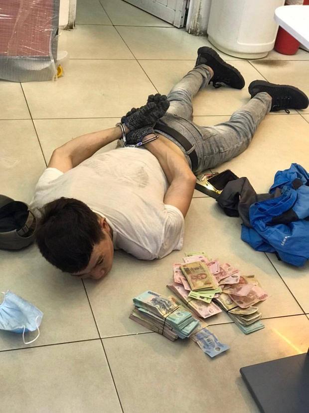 TP.HCM: Bắt siêu trộm đục trần, đu dây vào cửa hàng FPT Shop lấy trộm 120 triệu đồng - Ảnh 1.