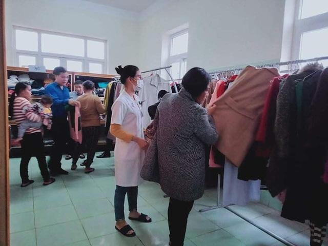 Ấm tình người cửa hàng 0 đồng ngay trong bệnh viện nơi biên giới Quảng Bình - Ảnh 3.