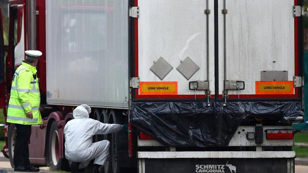 Vụ 39 thi thể người Việt trong xe container tại Anh: Lộ diện video khoảnh khắc tài xế phát hiện sự việc, tình tiết sau đó khiến ai cũng tức giận - Ảnh 4.