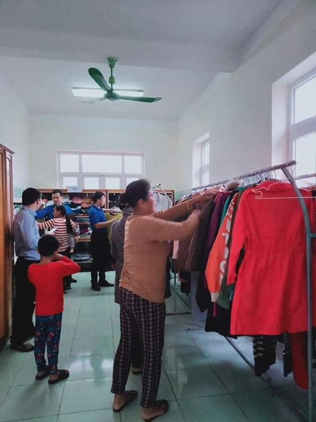 Ấm tình người cửa hàng 0 đồng ngay trong bệnh viện nơi biên giới Quảng Bình - Ảnh 4.