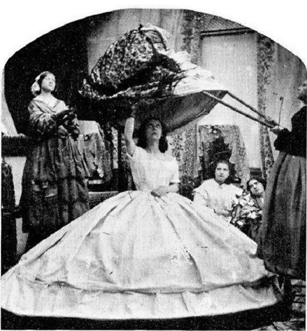Bí ẩn về chiếc váy là sát thủ giết chết hơn 40.000 phụ nữ suốt hơn 100 năm - Ảnh 2.