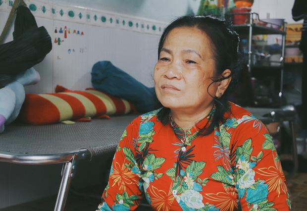 Nghẹn lòng trước câu nói của cô bé chim cánh cụt ở Sài Gòn: Bố mẹ không có thương con, giờ con chỉ có bà nội thôi... - Ảnh 4.