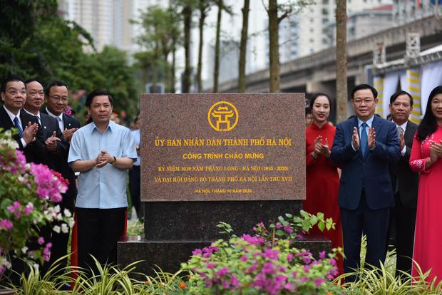 Chùm ảnh: Khánh thành cầu vượt thấp qua hồ Linh Đàm - Ảnh 1.