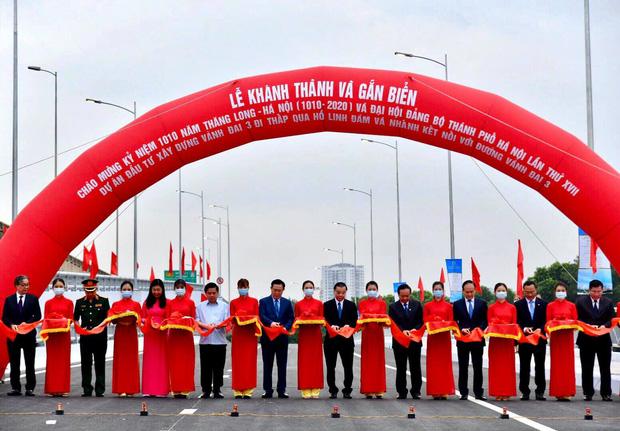 Chùm ảnh: Khánh thành cầu vượt thấp qua hồ Linh Đàm - Ảnh 2.