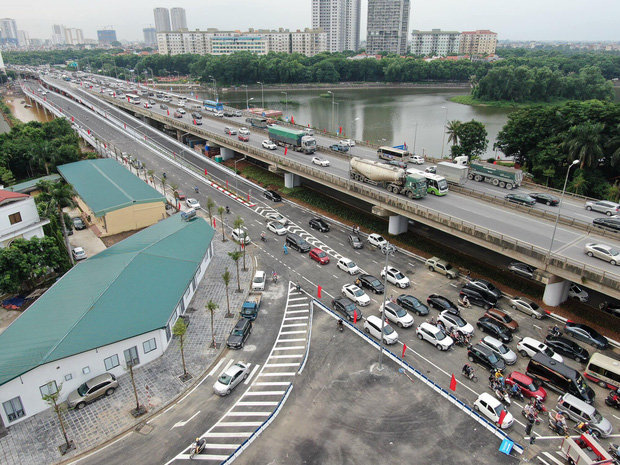 Chùm ảnh: Khánh thành cầu vượt thấp qua hồ Linh Đàm - Ảnh 12.