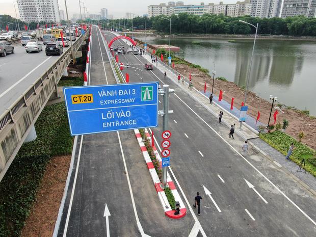 Chùm ảnh: Khánh thành cầu vượt thấp qua hồ Linh Đàm - Ảnh 13.