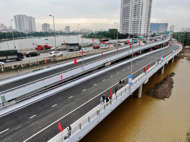 Chùm ảnh: Khánh thành cầu vượt thấp qua hồ Linh Đàm - Ảnh 16.