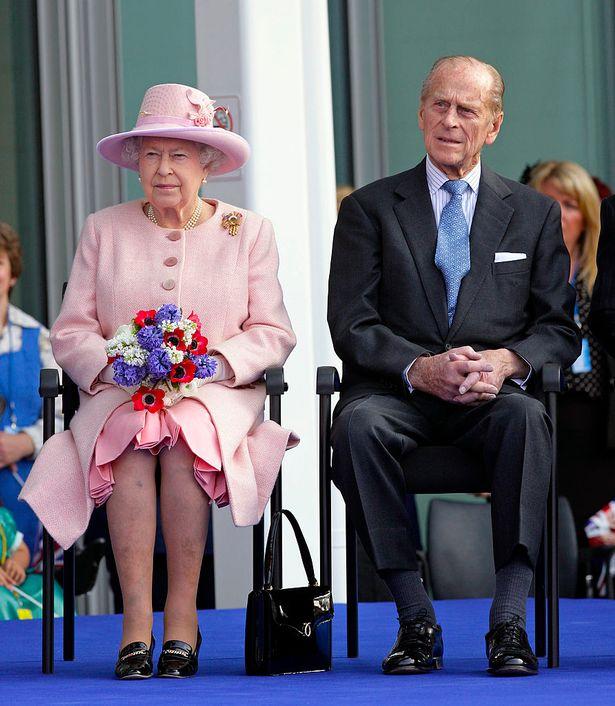 Chiếc nhẫn cưới đặc biệt của Nữ hoàng Anh ẩn chứa thông điệp bí ẩn chỉ 3 người biết - Ảnh 3.