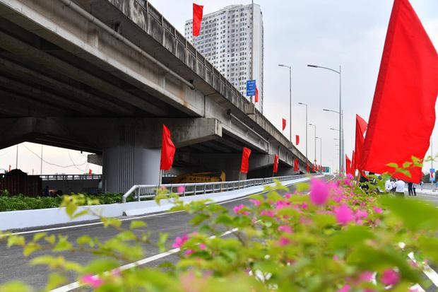 Chùm ảnh: Khánh thành cầu vượt thấp qua hồ Linh Đàm - Ảnh 4.