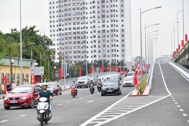 Chùm ảnh: Khánh thành cầu vượt thấp qua hồ Linh Đàm - Ảnh 6.