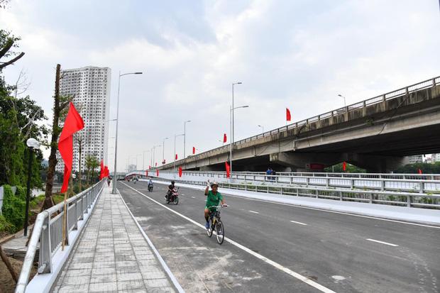 Chùm ảnh: Khánh thành cầu vượt thấp qua hồ Linh Đàm - Ảnh 7.