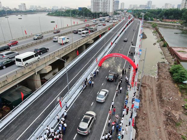 Chùm ảnh: Khánh thành cầu vượt thấp qua hồ Linh Đàm - Ảnh 8.