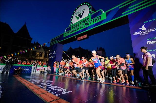 Đường đua WOW Marathon Vinpearl Phú Quốc - một mũi tên trúng nhiều đích: Vừa thoả cơn nghiện chạy, vừa tận hưởng trọn vẹn vẻ đẹp kỳ vĩ của đảo ngọc  - Ảnh 1.