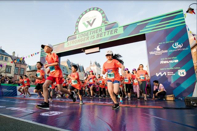 Đường đua WOW Marathon Vinpearl Phú Quốc - một mũi tên trúng nhiều đích: Vừa thoả cơn nghiện chạy, vừa tận hưởng trọn vẹn vẻ đẹp kỳ vĩ của đảo ngọc  - Ảnh 4.