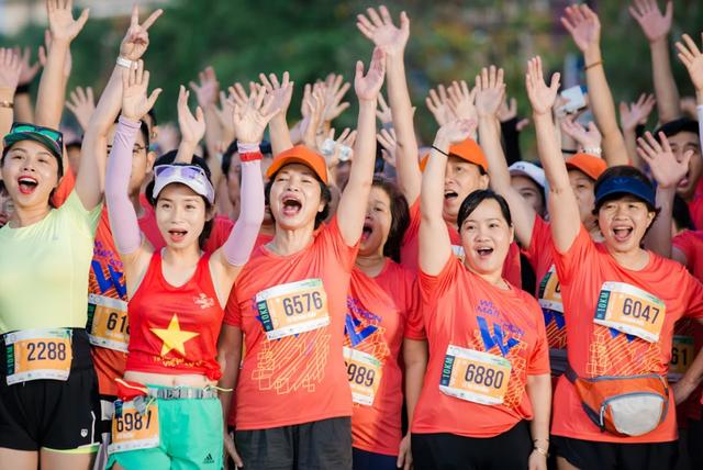 Đường đua WOW Marathon Vinpearl Phú Quốc - một mũi tên trúng nhiều đích: Vừa thoả cơn nghiện chạy, vừa tận hưởng trọn vẹn vẻ đẹp kỳ vĩ của đảo ngọc  - Ảnh 5.