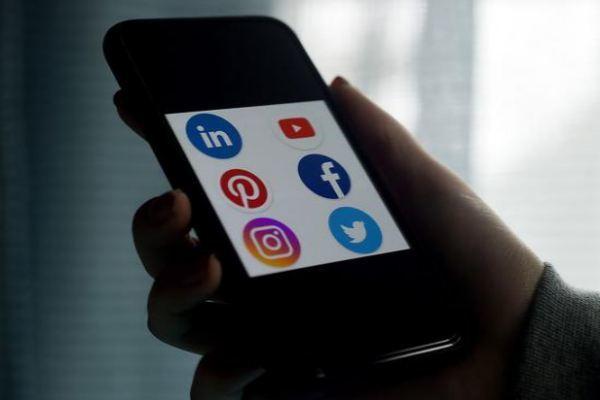 Quốc hội Nga thông qua dự thảo luật ngăn chặn Twitter, Facebook và YouTube - Ảnh 1.