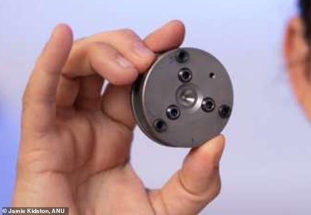 Đột phá: Lần đầu tiên các nhà khoa học tạo ra kim cương ở nhiệt độ phòng - Ảnh 2.