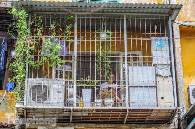 Cận cảnh các chung cư trước nguy cơ đổ sập bất cứ lúc nào ở Hà Nội  - Ảnh 20.