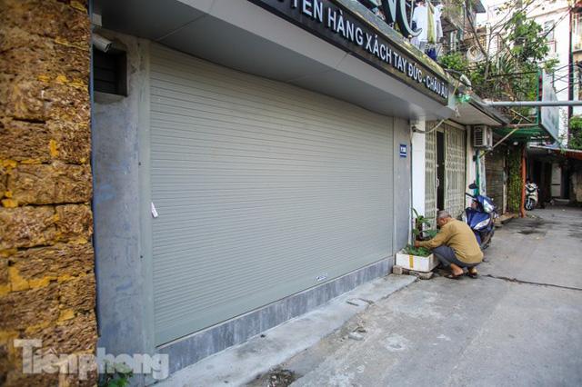 Cận cảnh các chung cư trước nguy cơ đổ sập bất cứ lúc nào ở Hà Nội  - Ảnh 4.