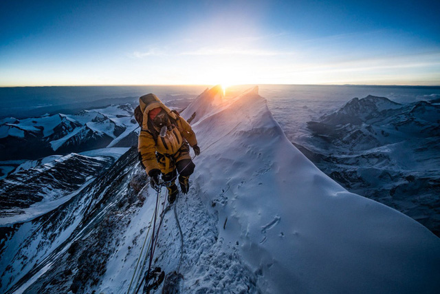 Cuộc thám hiểm chưa từng có trên đỉnh Everest: Phát hiện kỷ lục đáng lo ngại trên nóc nhà thế giới  - Ảnh 2.