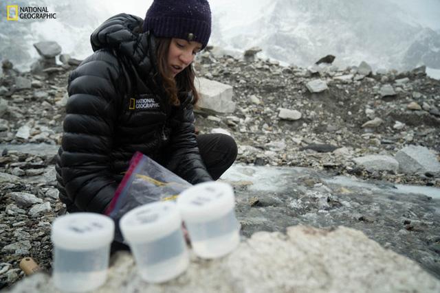 Cuộc thám hiểm chưa từng có trên đỉnh Everest: Phát hiện kỷ lục đáng lo ngại trên nóc nhà thế giới  - Ảnh 4.