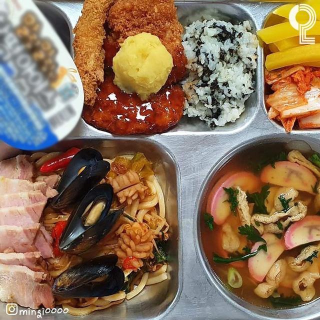 Một trường cấp 3 gây sốc vì thực đơn ăn trưa của học sinh: Có cả bào ngư và cua, sang chảnh không thua gì khách sạn 5 sao  - Ảnh 5.