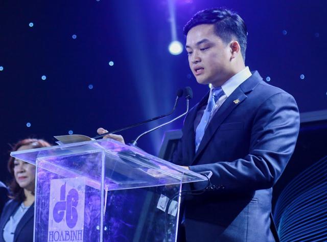 Chủ tịch Xây dựng Hòa Bình: Con trai làm CEO là một sự hi sinh, đòi hỏi cống hiến - Ảnh 1.