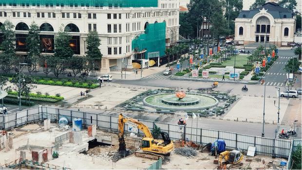 Cận cảnh 800 công nhân đang làm việc xuyên ngày đêm để sớm hoàn thành nhà ga ngầm lớn nhất tuyến metro Sài Gòn - Ảnh 15.