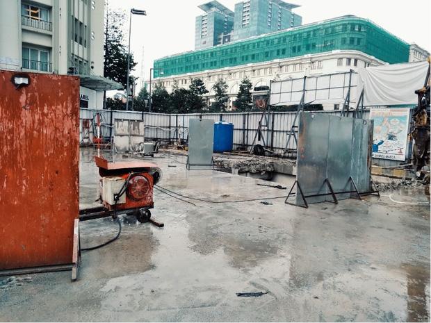 Cận cảnh 800 công nhân đang làm việc xuyên ngày đêm để sớm hoàn thành nhà ga ngầm lớn nhất tuyến metro Sài Gòn - Ảnh 17.