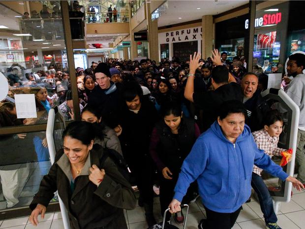 Những câu chuyện chứng minh Black Friday tạo ra một thế giới điên rồ và cuồng loạn nhất, theo lời kể của các nhân viên bán hàng - Ảnh 1.