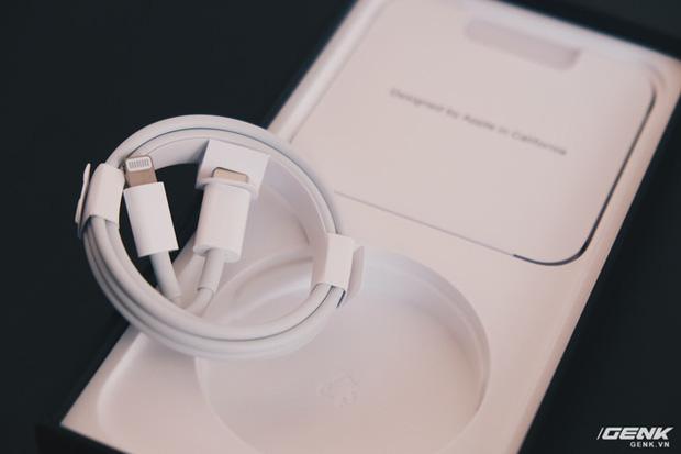 Mở hộp iPhone 12 Pro Max chính hãng VN/A đang khan hiếm hàng trên toàn quốc - Ảnh 6.