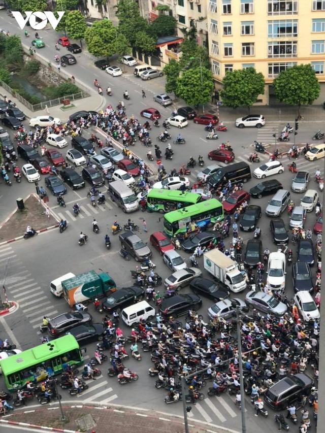 Hà Nội lại đề xuất đường riêng cho xe buýt: Hãy nhìn vào tuyến BRT đang vận hành  - Ảnh 3.
