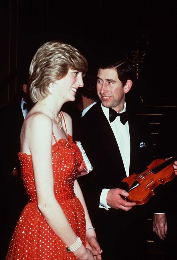 Được công nhận là nữ nhân Hoàng gia xinh đẹp nhất thế giới, chẳng ai biết Công nương Diana lại cực kỳ tự ti về tận 5 điểm trên cơ thể mình - Ảnh 5.