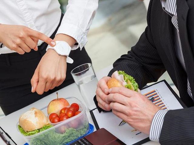 Bảo vệ sức khỏe vào mùa đông chỉ cần ăn nhiều 1 rau, 2 việc đúng giờ, tránh 3 quả và làm 4 điều  - Ảnh 2.