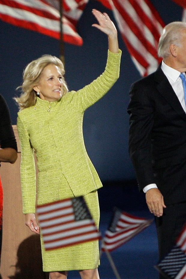 Hậu phương của ông Biden: Vị phu nhân gần 70 tuổi sắc nước hương trời với gu thời trang thanh lịch, giản dị đậm nét Hoàng gia - Ảnh 15.