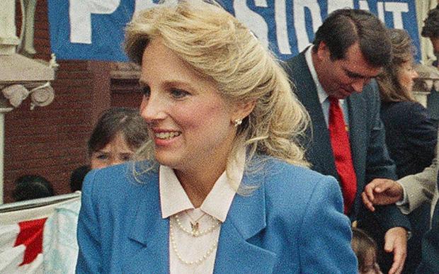 Hậu phương của ông Biden: Vị phu nhân gần 70 tuổi sắc nước hương trời với gu thời trang thanh lịch, giản dị đậm nét Hoàng gia - Ảnh 3.