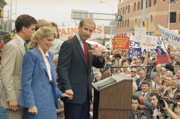 Hậu phương của ông Biden: Vị phu nhân gần 70 tuổi sắc nước hương trời với gu thời trang thanh lịch, giản dị đậm nét Hoàng gia - Ảnh 4.