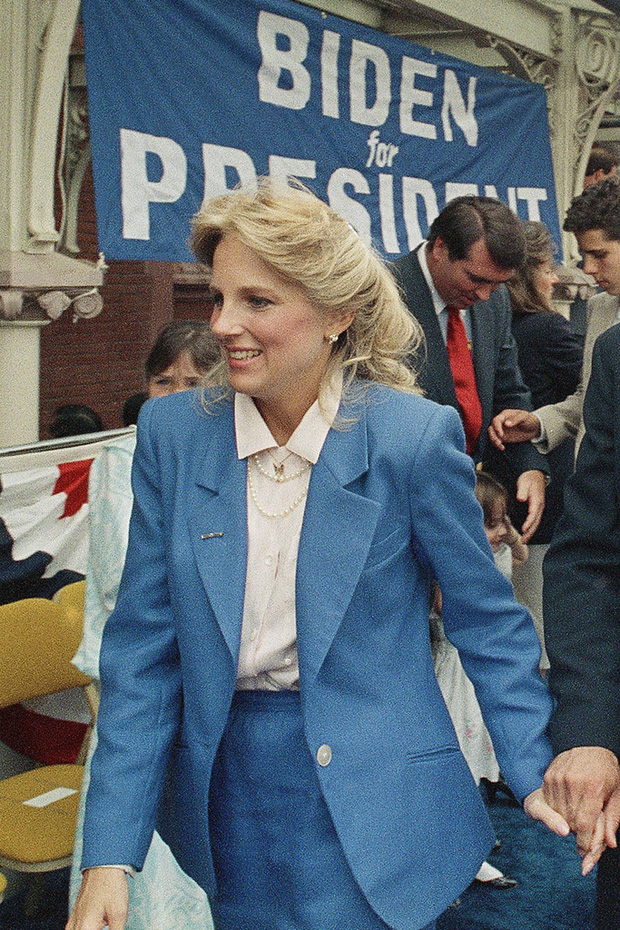 Hậu phương của ông Biden: Vị phu nhân gần 70 tuổi sắc nước hương trời với gu thời trang thanh lịch, giản dị đậm nét Hoàng gia - Ảnh 5.
