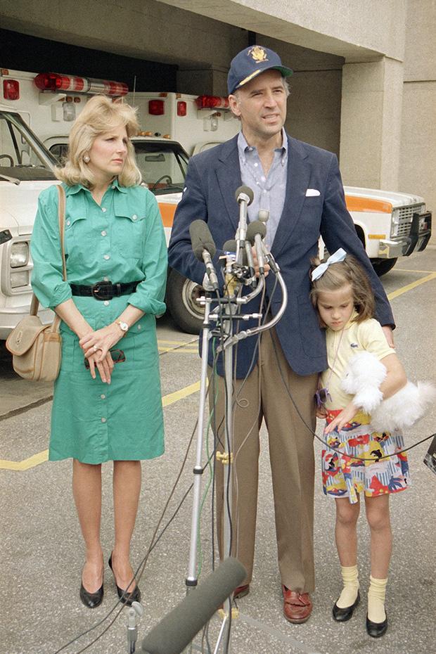 Hậu phương của ông Biden: Vị phu nhân gần 70 tuổi sắc nước hương trời với gu thời trang thanh lịch, giản dị đậm nét Hoàng gia - Ảnh 6.