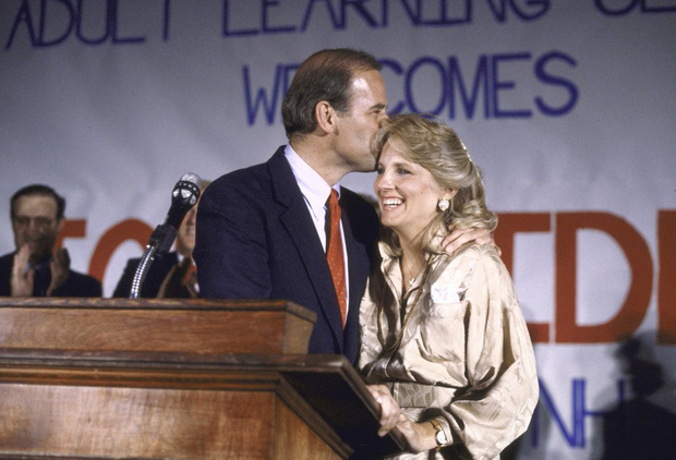 Hậu phương của ông Biden: Vị phu nhân gần 70 tuổi sắc nước hương trời với gu thời trang thanh lịch, giản dị đậm nét Hoàng gia - Ảnh 7.