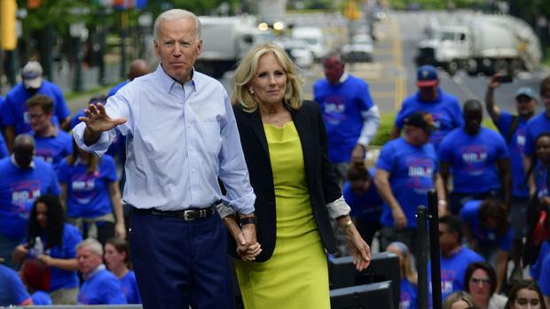 Hậu phương của ông Biden: Vị phu nhân gần 70 tuổi sắc nước hương trời với gu thời trang thanh lịch, giản dị đậm nét Hoàng gia - Ảnh 10.
