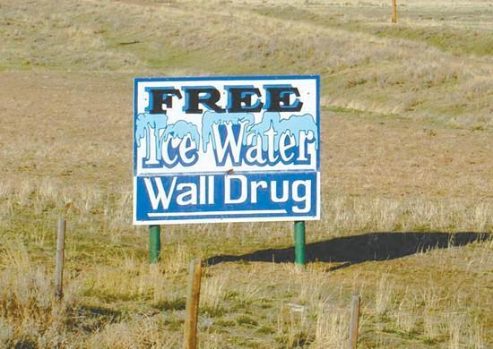 Cốc nước đá miễn phí - Ý tưởng rẻ tiền cứu cửa hàng sắp phải đóng cửa thành doanh nghiệp trị giá hàng trăm triệu USD - Ảnh 2.